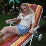 Blonde Mutter sucht erotische Zuwendung